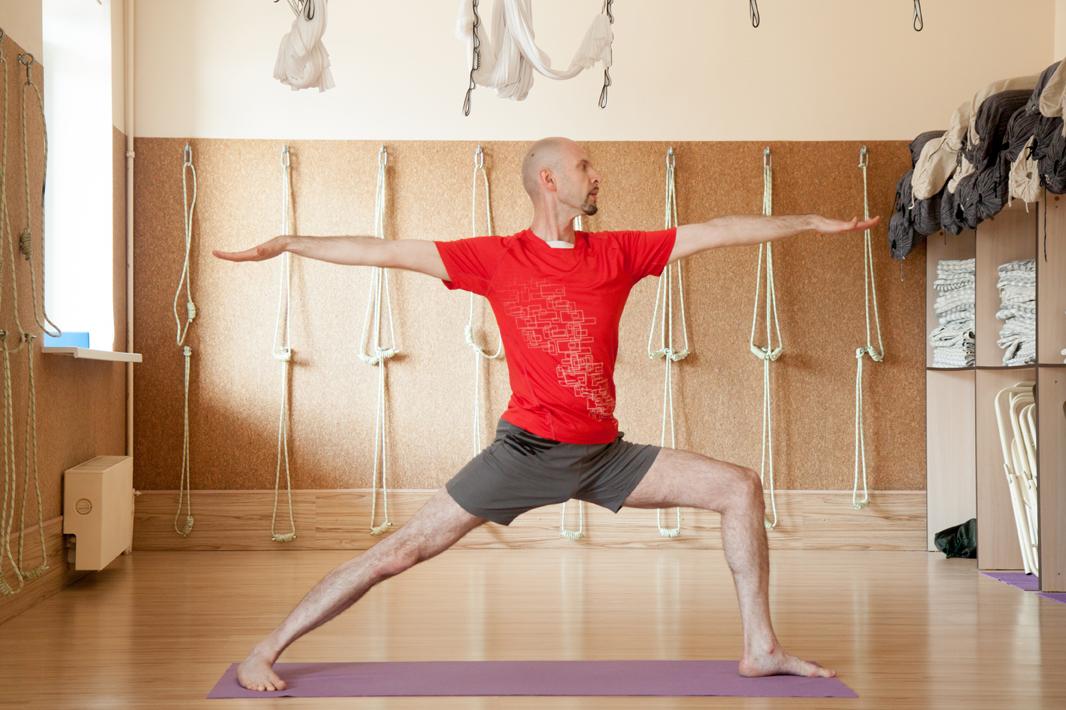 Студия йоги на старом арбате (http://wwwyogastudioru/) - одна из первых в нашей стране студий йоги бкс айенгара