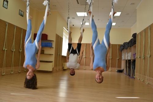 И только в нашей студии воздушная йога