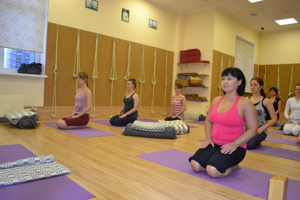 Женскую энергию йога практики